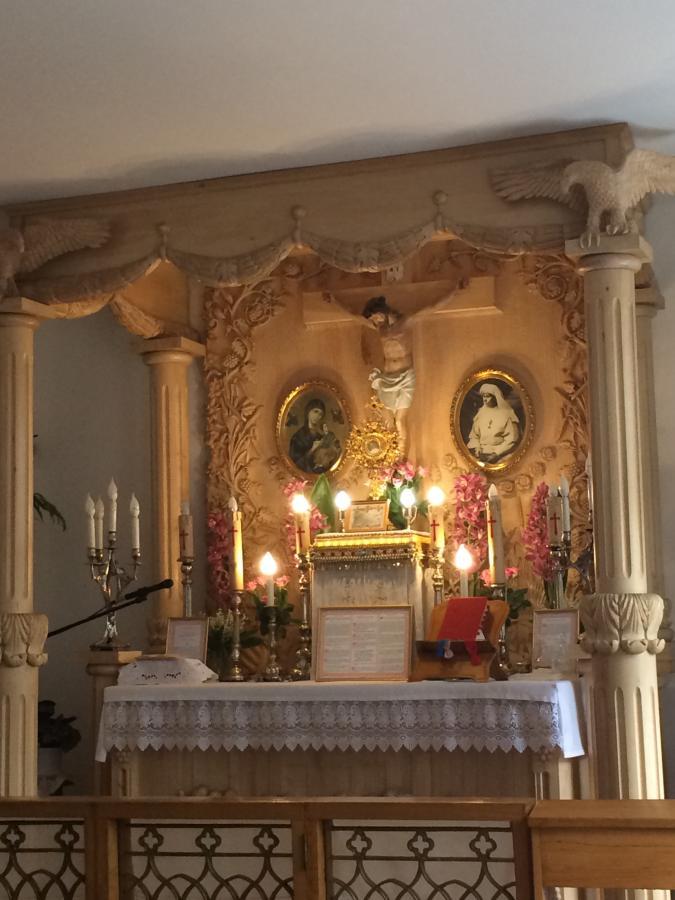 ołtarz w kaplicy klasztoru sióstr mariawitek w Felicjanowie