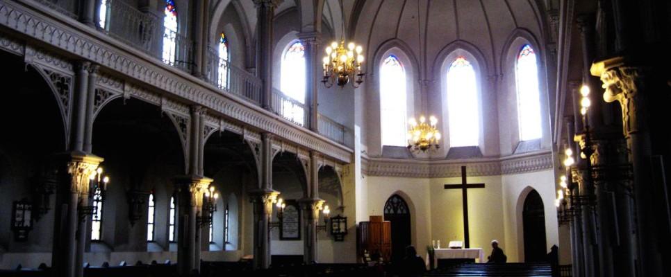 wnętrze warszawskiego kościoła ewangelicko-reformowanego