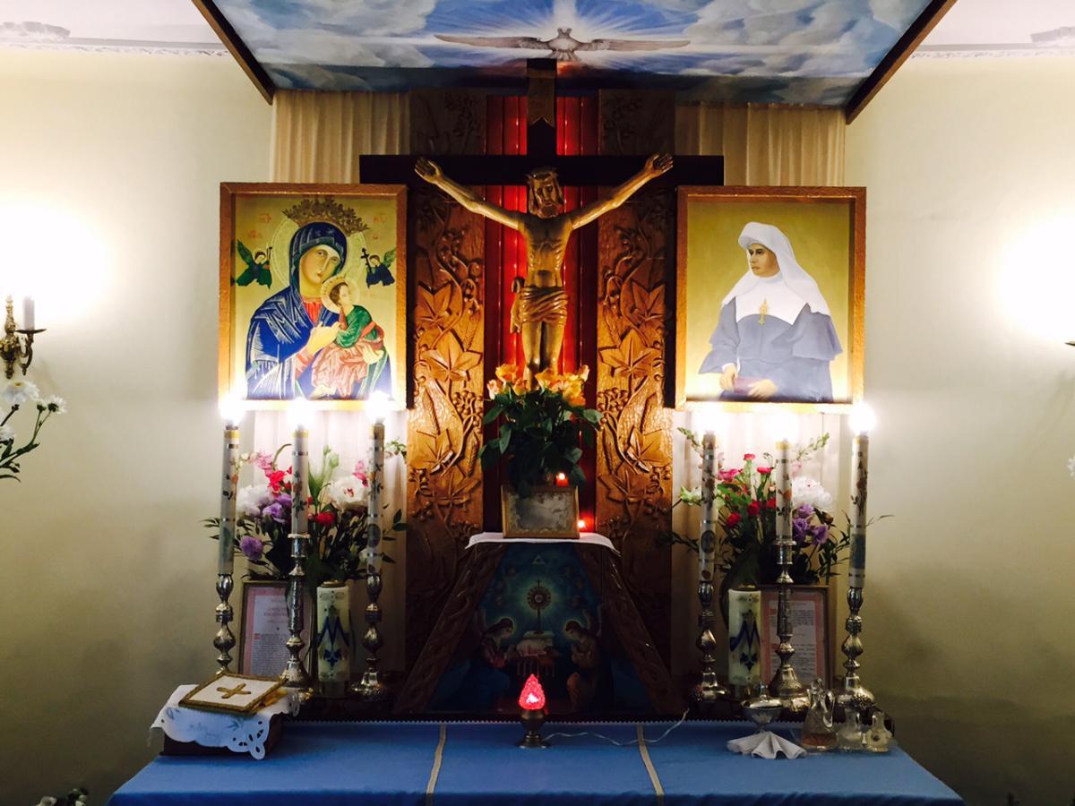 Ołtarz w Kaplicy p.w. Przenajświętszego Sakramentu w Grzmiącej