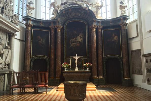 ołtarz w ewangelickim kościele mariackim w Berlinie