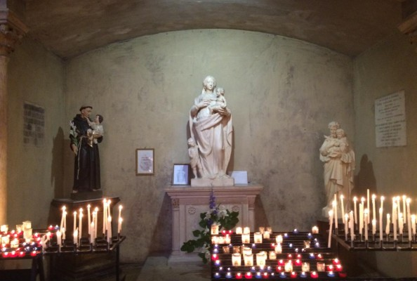 jedna z bocznych kaplic w katedrze rzymskokatolickiej w Aix-en-Provance (Francja)