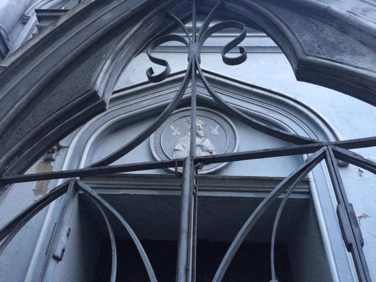 wejście do Świątyni Miłości i Miłosierdzia w Płocku