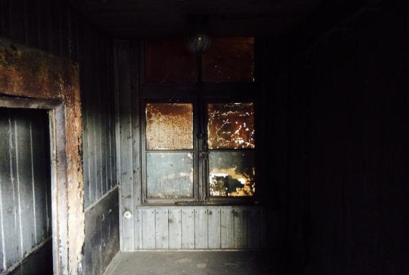 wnętrze jednego z baraków KL Sachsenhausen