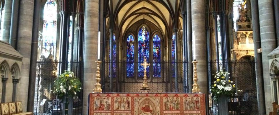 ołtarz w katedrze anglikańskiej w Salisbury