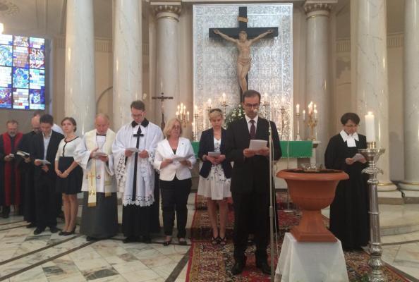 modlitwa - prowadzi pastor z Kościoła Adwentystów Dnia Siódmego