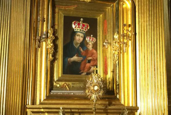 wystawiony Najświętszy Sakrament w katedrze kieleckiej