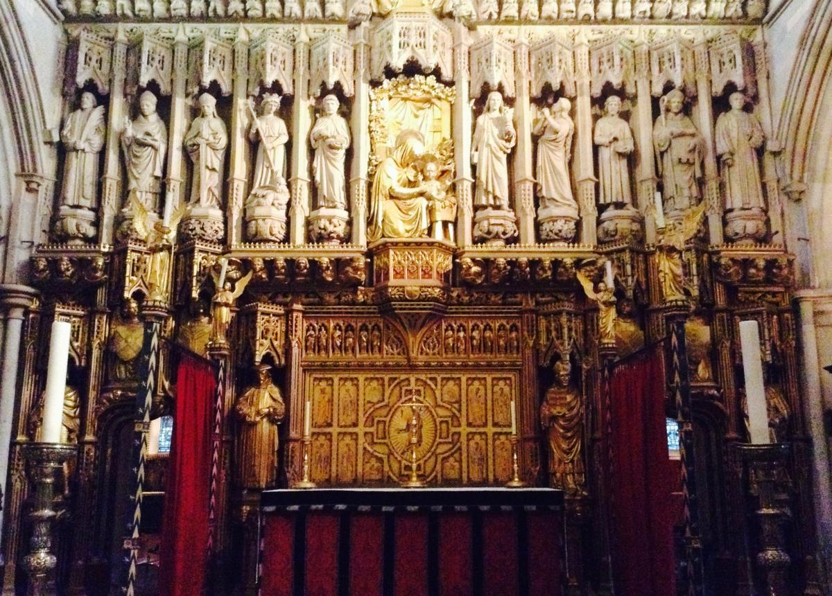 ołtarz główny w anglikańskiej katedrze Southwark (Londyn)