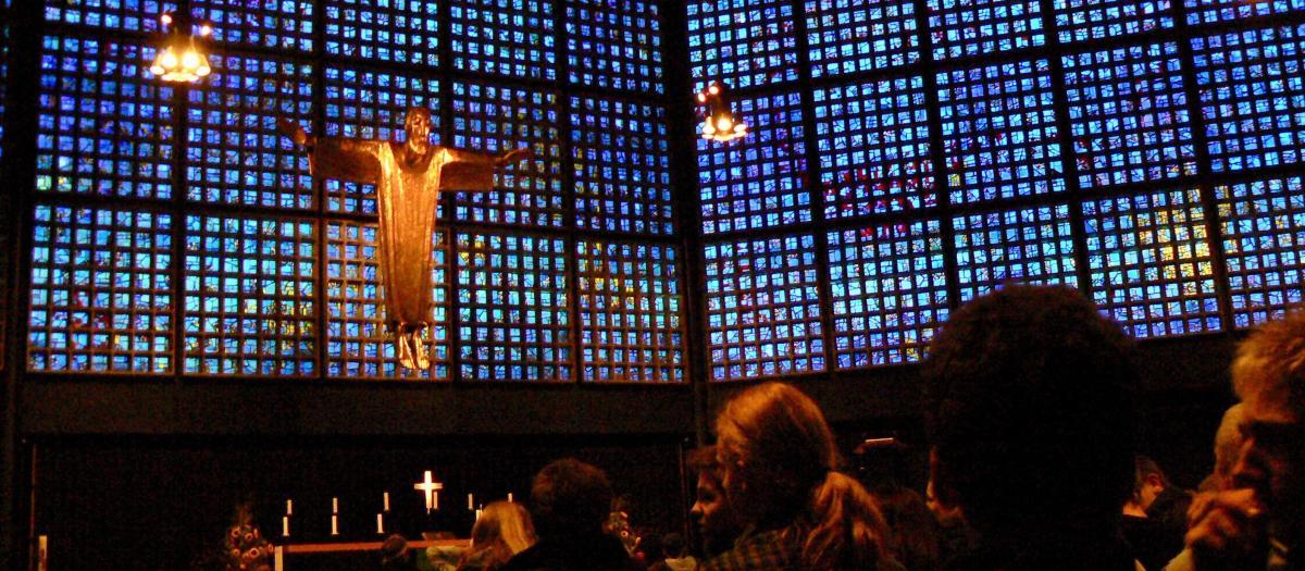 wnętrze ewangelickiego Kościoła Pamięci w Berlinie