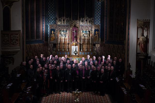 angielscy i walijscy biskupi anglikańscy i rzymskokatoliccy
