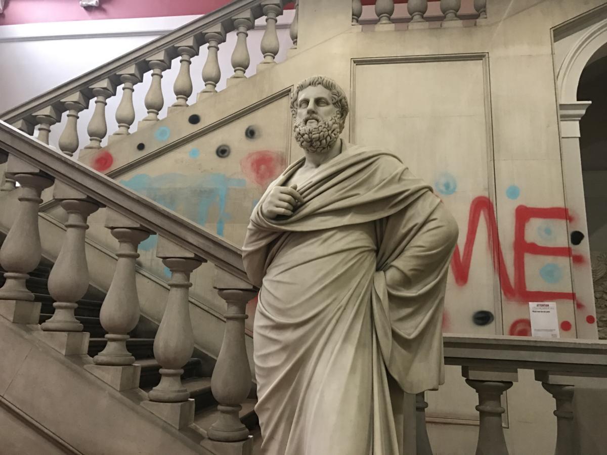 Posąg Sofoklesa na wydziale teologicznym King's College w Londynie