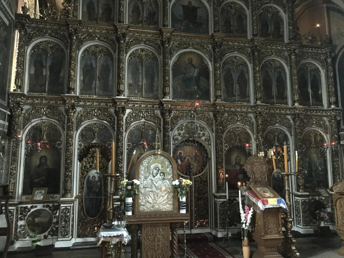 ikonostas w cerkwi Świętej Trójcy w Braszowie