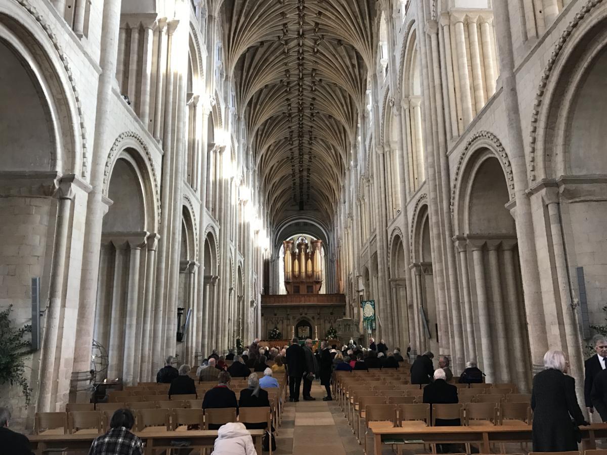 przed nabożeństwem w anglikańskiej katedrze Norwich