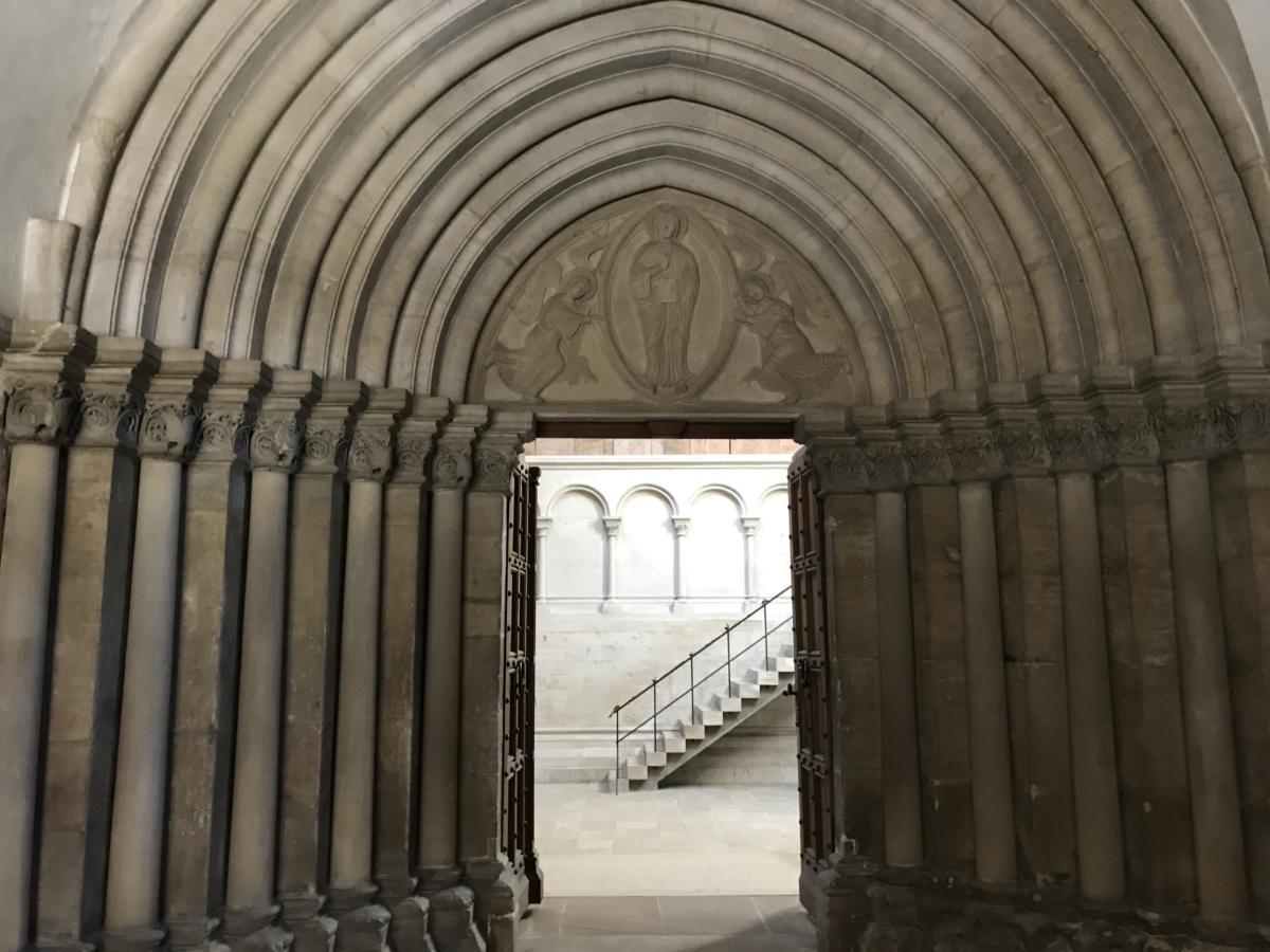 wnętrze ewangelickiej katedry w Naumburgu