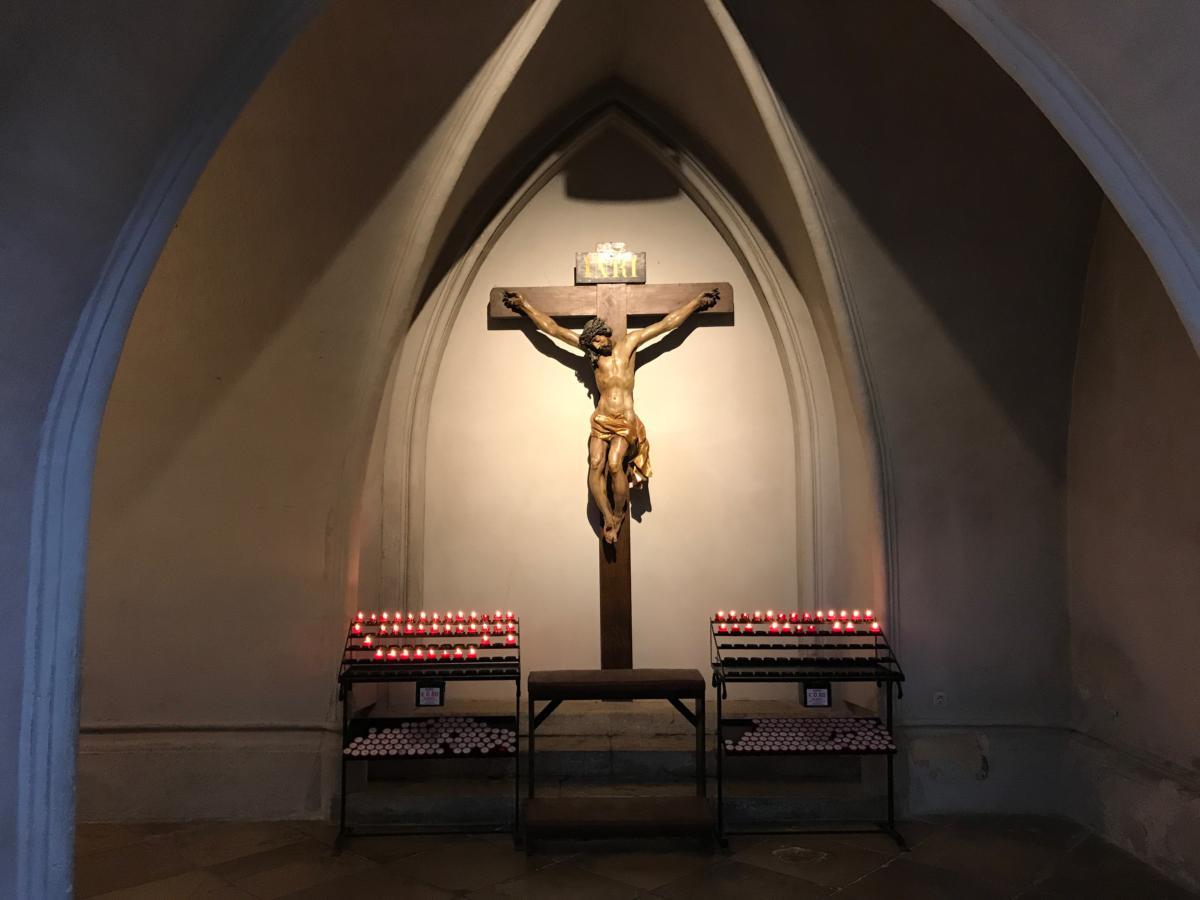 kaplica z krucyfiksem w kościele augustianów w Wiedniu