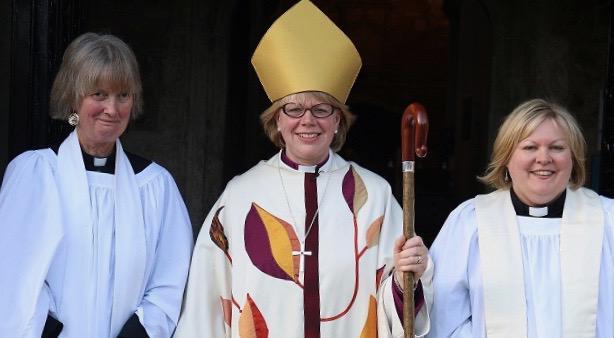 Bp Sarah Mullally podczas uroczystości ordynacji w diecezji Exeter