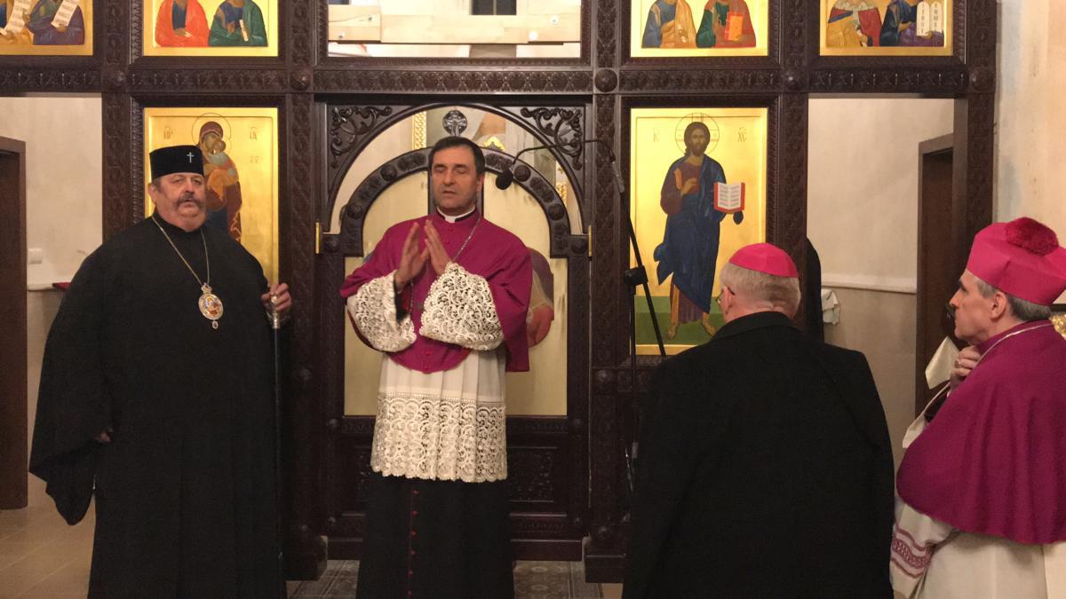 błogosławieństwa udziela bp Piotr Sawczuk