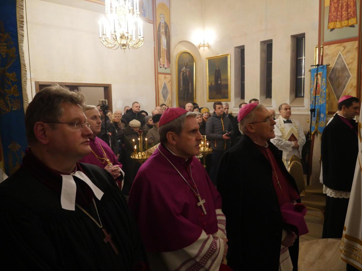 uczestnicy nabożeństwa ekumenicznego