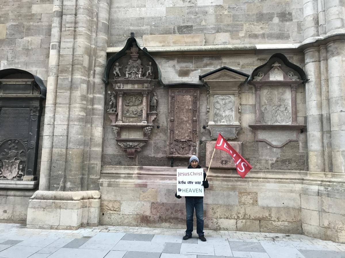 ewangelikalna akcja ewangelizacyjna przed katedra św. Szczepana w Wiedniu