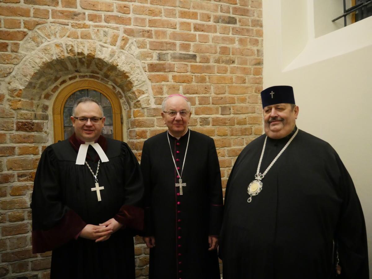 od lewej: bp Jan Cieślar (luteranin), abp Stanisław Budzik (rzymskokat.) i abp Abel (prawoslawny)