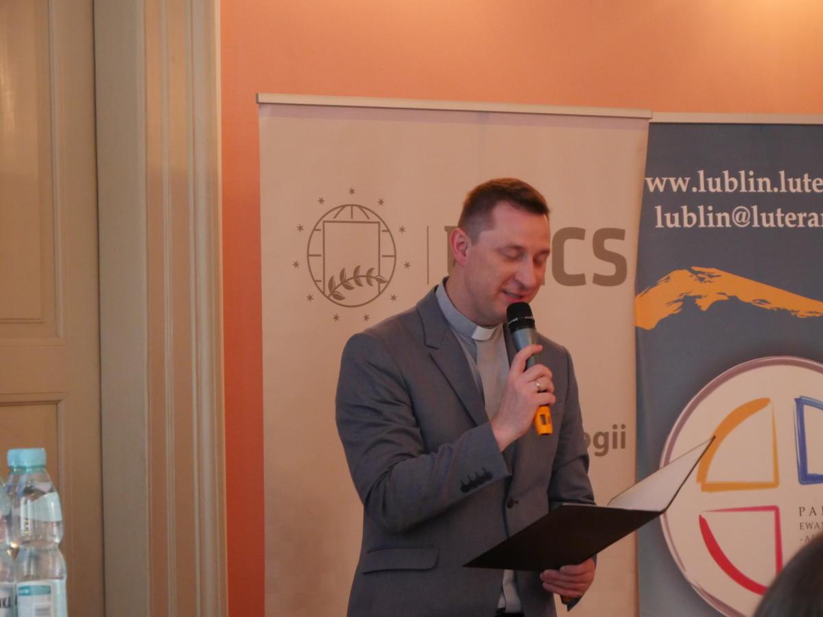 slowa pozdrowienia od bp. Jerzego Samca przekazuje ks. Grzegorz Brudny