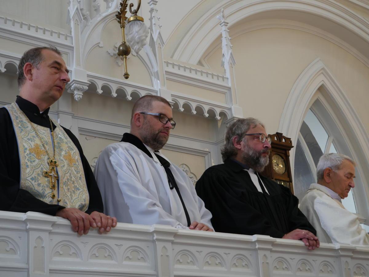 od lewej: ks. Eliasz Tarasiewicz (Kościół prawosławny), ks. dr Grzegorz Giemza (Polska Rada Ekumeniczna), ks. Szymon Czembor (Kościół ewangelicko-augsburski), bp M. Włodzimierz Jaworski (Kościół Starokatolicki Mariawitów, diecezja śląsko-łódzka)