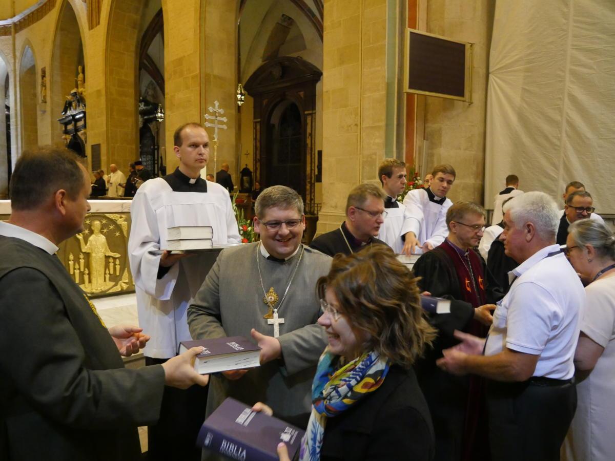wręczanie Biblii Ekumenicznej