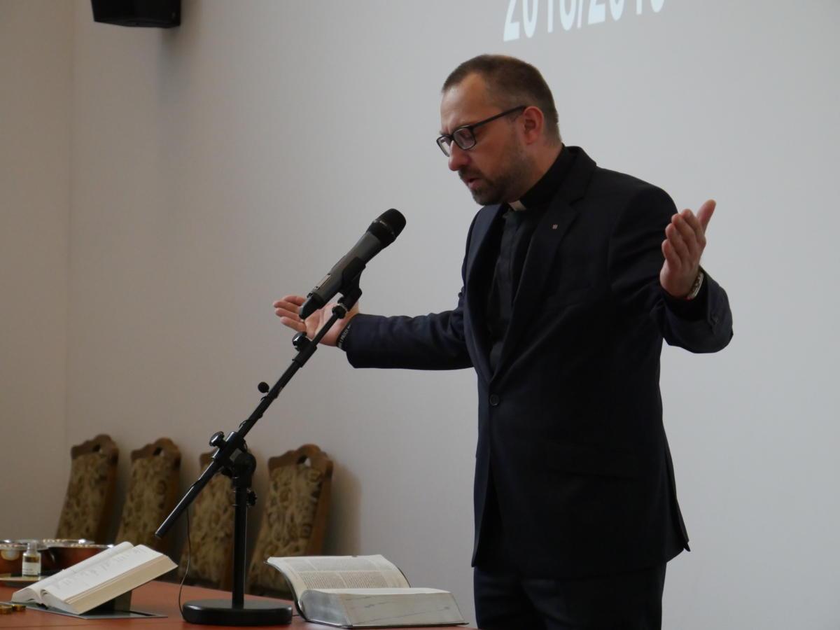 modlitwa ks. dr. Mateusza Wicharego, prezbitera naczelnego Kościoła Chrześcijan Baptystów