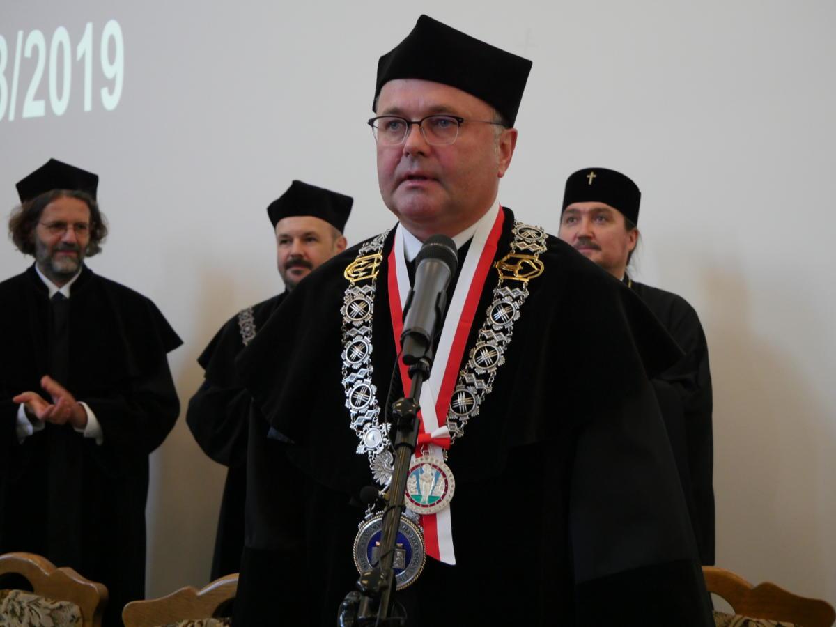 Rektor ChAT, ks. prof. Bogusław Milerski odznaczony Orderem Świętej Marii Magdaleny Równej Apostołom II st. z ozdobami