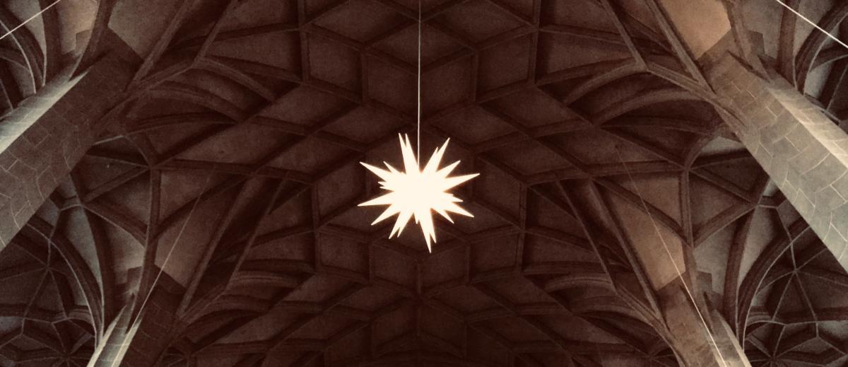 gwiazda zawieszona na sklepieniu luterańskiego kościoła NMP w Halle