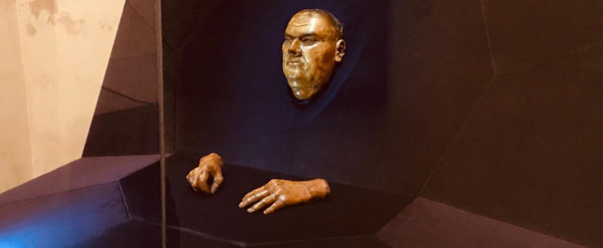 pośmiertna maska Lutra przechowywana w ewangelickim kościele NMP w Halle (Saale)