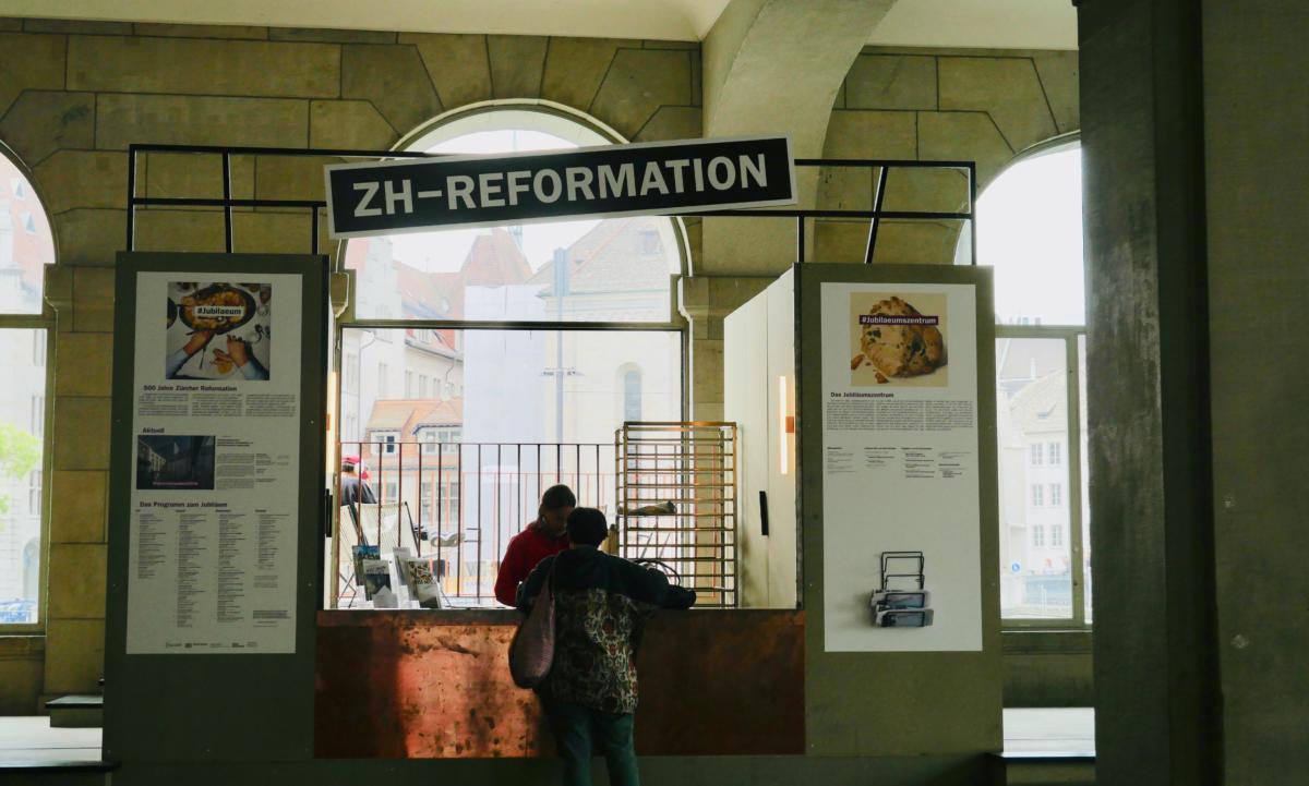 stanowisko informacyjne 500 lat reformacji w Zurychu