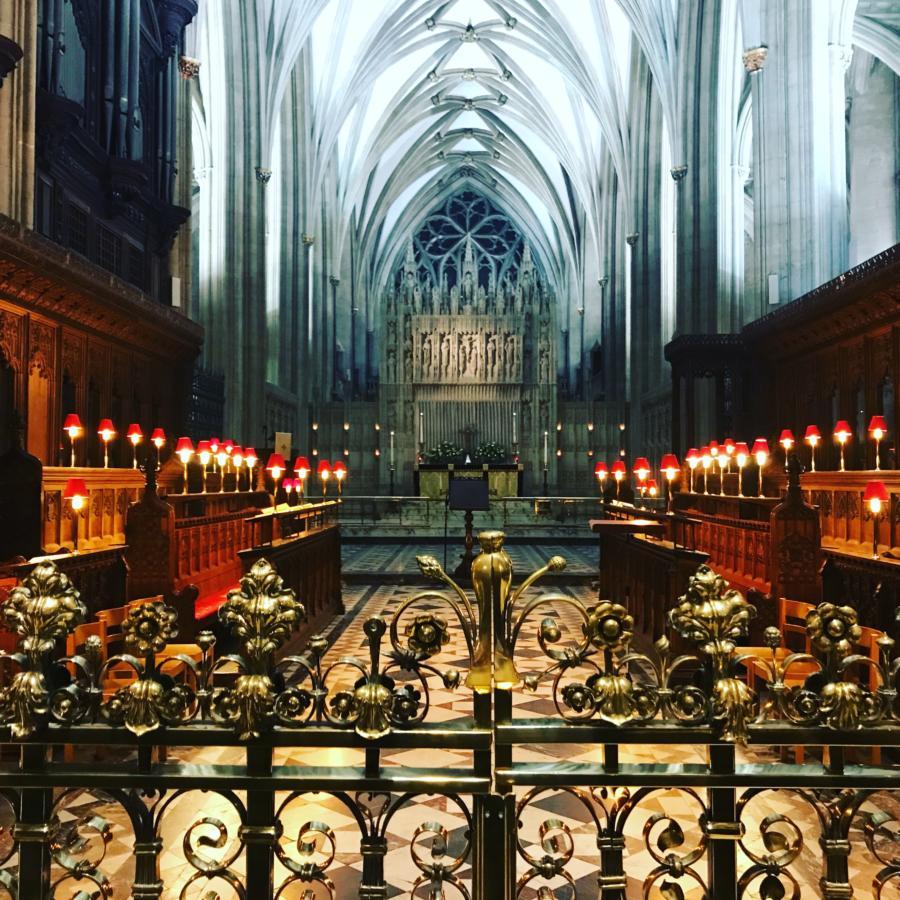 wnętrze katedry w Bristolu