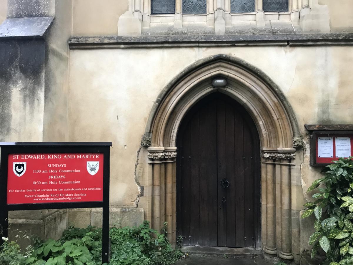 wejście do kościoła św. Edwarda w Canterbury - kolebki angielskiej reformacji