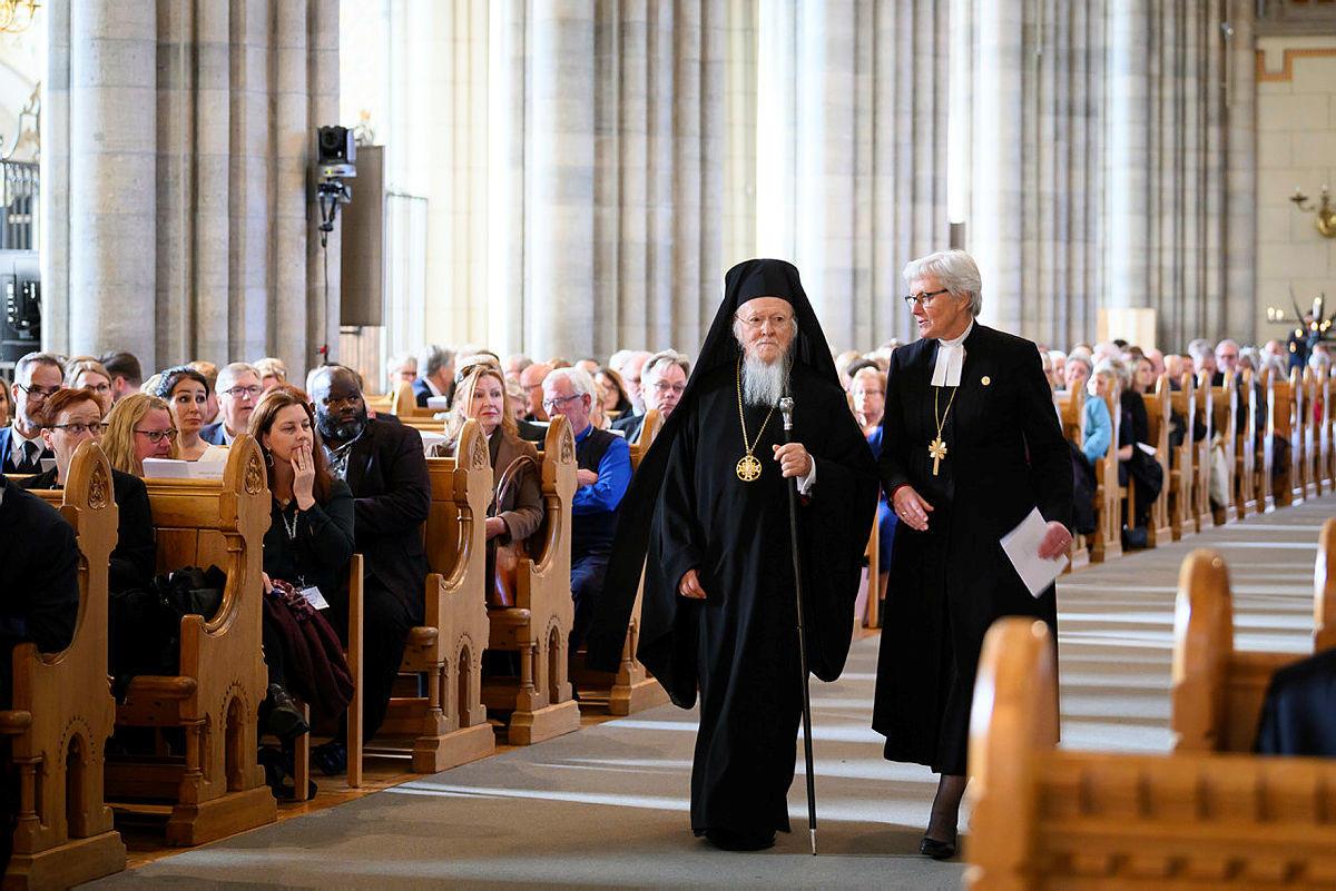 Patriarcha Ekumeniczny Konstantynopola Bartłomiej i abp Uppsali Antje Jackelen w katedrze w Uppsali