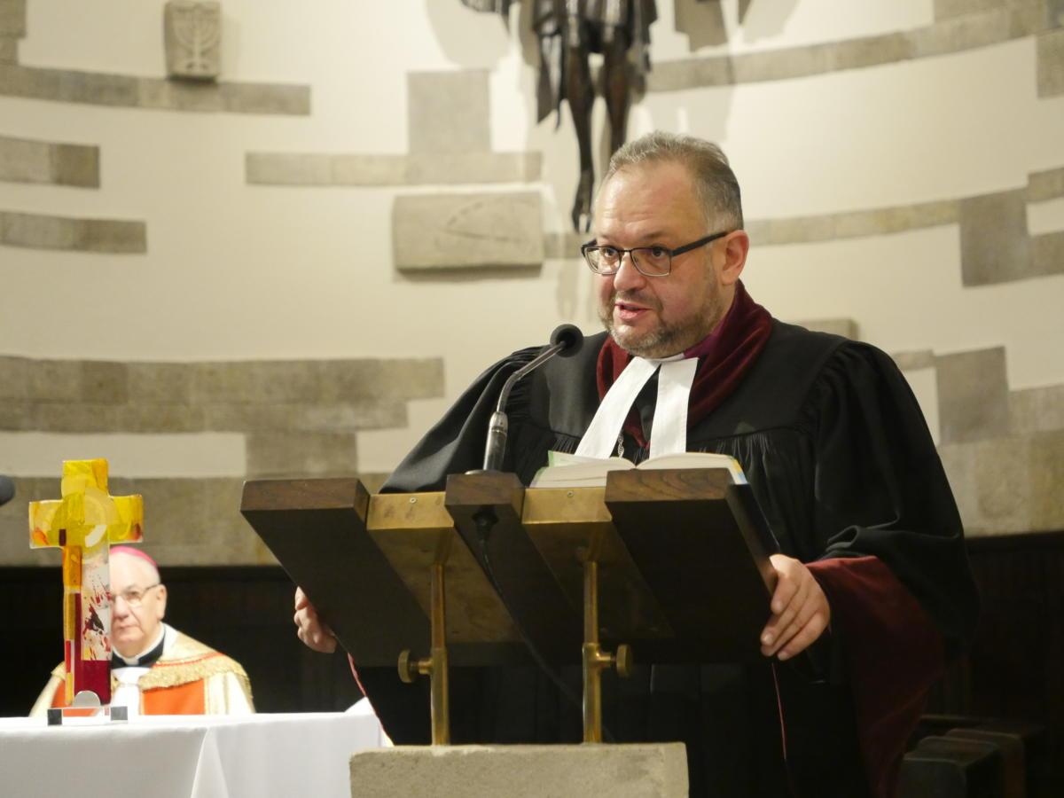 bp Jan Cieślar podczas kazania w kościele akademickim KUL