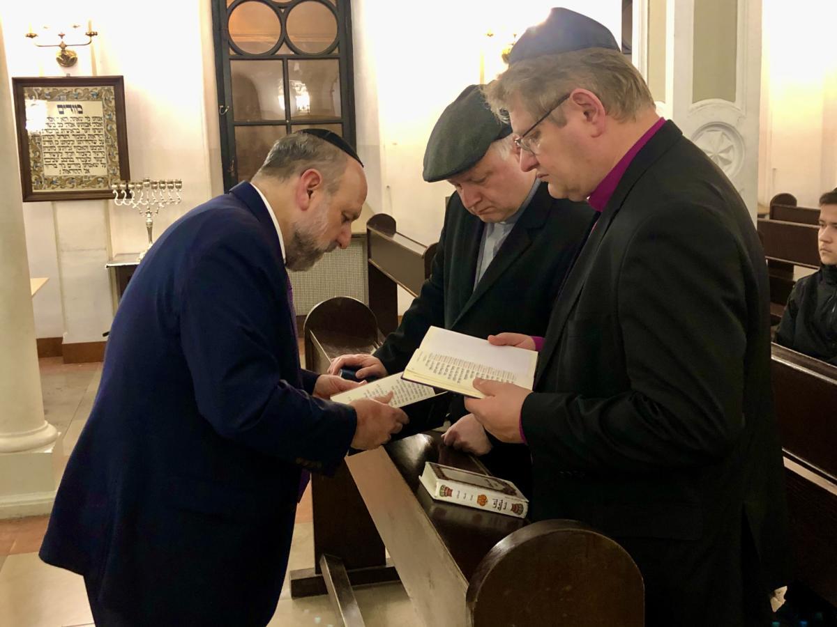 modlitwa o pokój w warszawskiej synagodze
