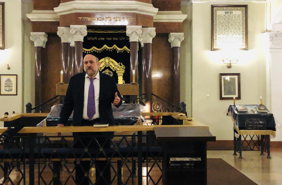 modlitwa o pokój w warszawskiej synagodze - rabin Michael Schudrich