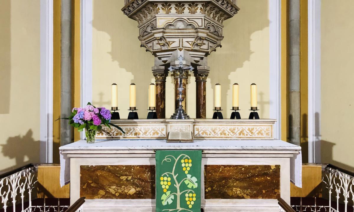 ołtarz w luterańskim kościele Zbawiciela w Bielsku-Białej