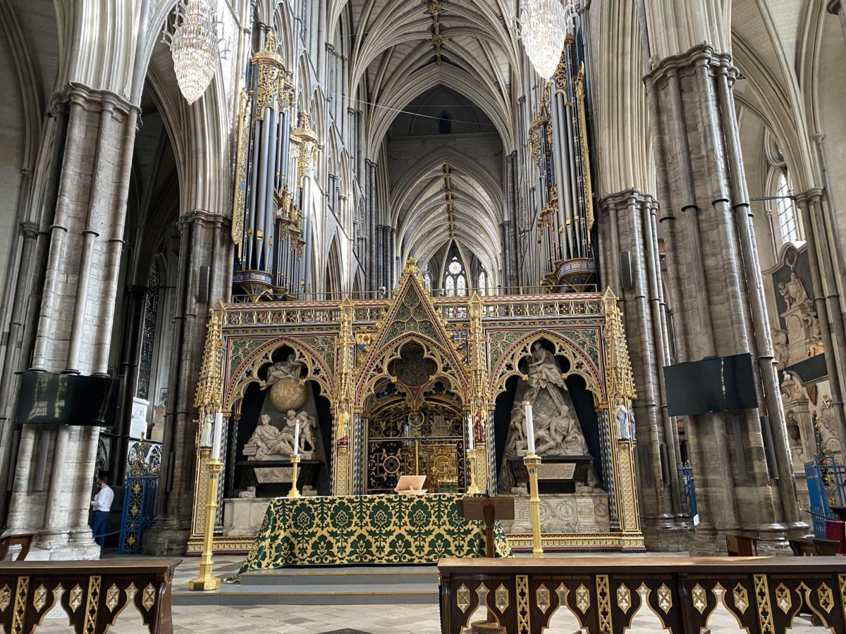 wnętrze Opactwa Westminsterskiego, gdzie święcenia biskupem przyjął Johnatan Goodwall, obecnie rzymski katolik